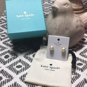 Kate Spade Small pearl studs - NIB & dust bag